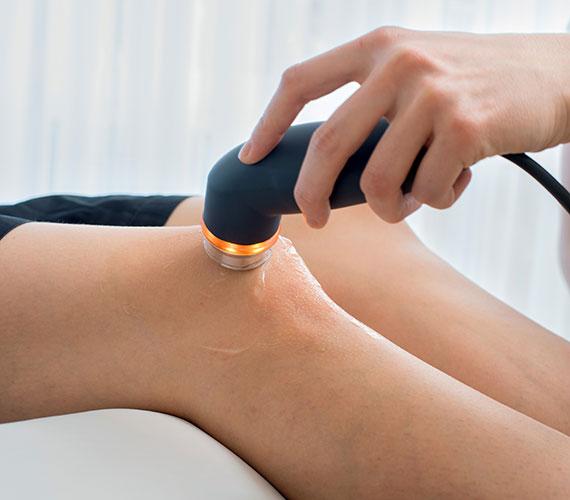 Sie dient auch der Nervenanregung bei z.B. Lähmungen oder Muskelschwäche sowie der verbesserten Heilung nach Verletzungen an den Gelenkkapseln, Nerven und Muskeln.