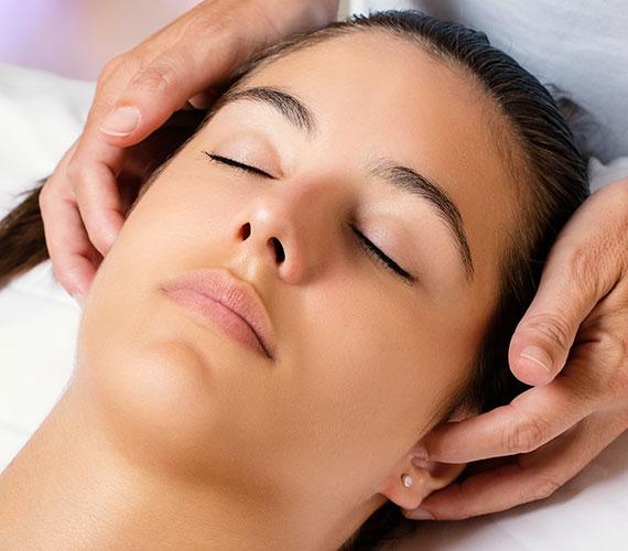 Patienten mit Migräne, Spannungskopfschmerzen, Tinnitus, HWS-Syndrom, LWS-Syndrom, Blockierungen, Gelenkentzündungen, Schmerzsyndromen, einschießenden Schmerzen findet man in einer osteopathischen Praxis.